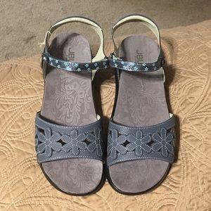 BNWT Jambu Denim Blue Wildflower Sandal